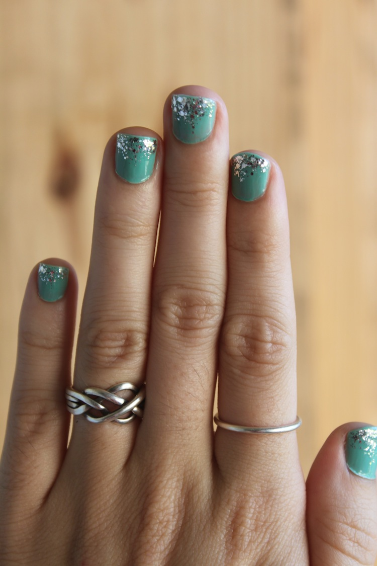 Turquoise & Glitter Nails @ infinite.nu