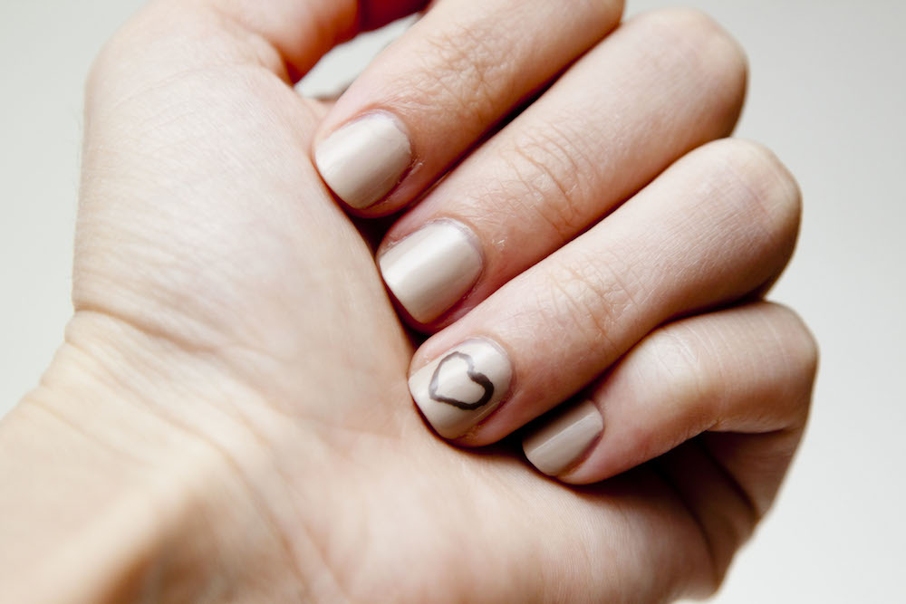 Nude Heart Nails | infinite.nu